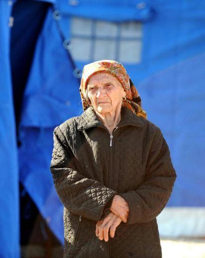 anziana donna terremoto l'aquila 6 aprile 2009